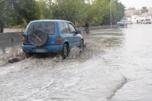 شاهد الصور بعد هطول الأمطار لهذا اليوم الأحد 13-12-2009 Thumb_01260688280