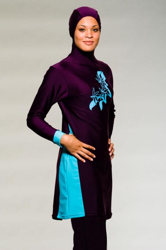 الملابس التي ترضي أذواق المسلمات الملتزمات، وفي مقدمتها زي سباحة