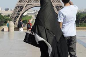 محاكمة امرأة فرنسية لمهاجمتها سائحة thumb_01287129181.jpg