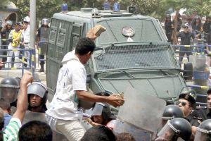 تأجيل محاكمة وزير الداخلية المصري السابق في قضية قتل المتظاهرين Thumb_int-m-1
