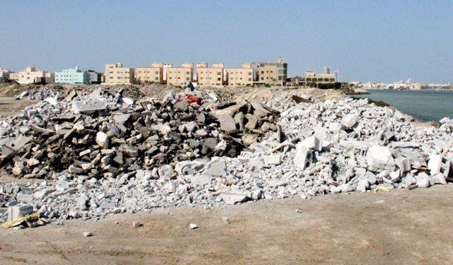 مخلفات البناء تسد الواجهة البحرية لخليج توبلي   محليات ...
