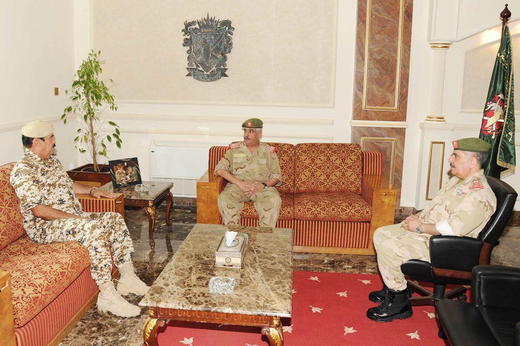 رئيس الحرس الوطني يبحث التنسيق العسكري مع قوة دفاع البحرين   الوسط اون لاين - صحيفة الوسط البحرينية - مملكة البحرين