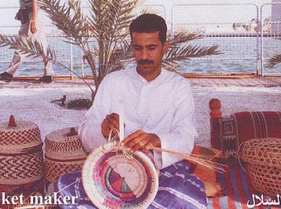 مهن وحرف بحرينية قديمة تراوح مكانها بين البقاء والانقراض مناهل الوسط صحيفة الوسط البحرينية مملكة البحرين