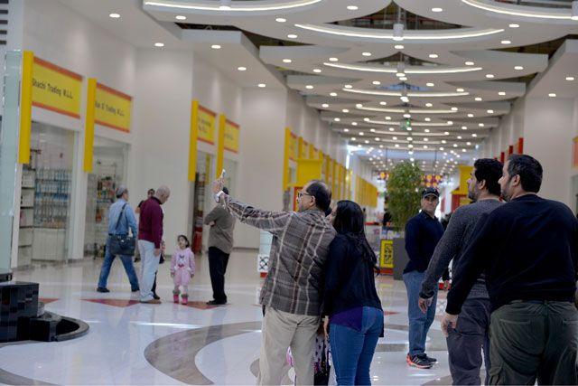 cf782a36263ee رواد مدينة التنين  أسعار المعروضات مرتفعة... وباعة صينيون يدافعون ...