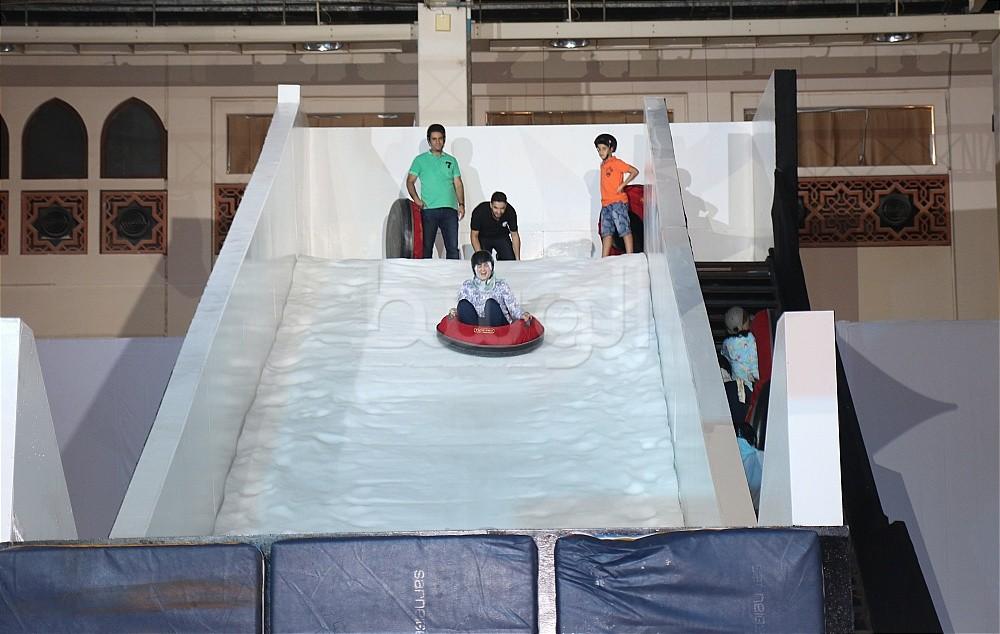 497f93ac9 بالصور... انطلاق مهرجان تساقط الثلج في صيف البحرين | منوعات - صحيفة ...