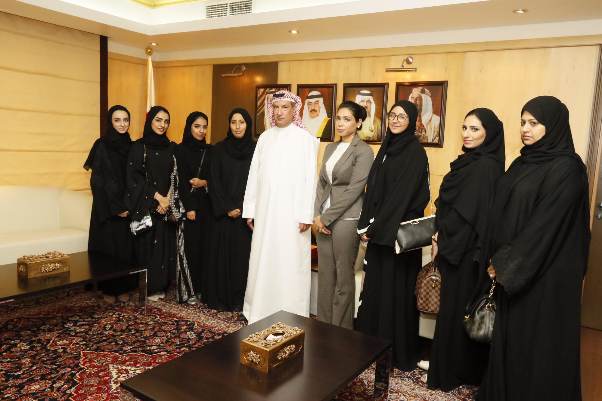 رئيس المحكمة الدستورية يستقبل طالبات كلية الحقوق بجامعة البحرين   البحرين - صحيفة الوسط البحرينية - مملكة البحرين