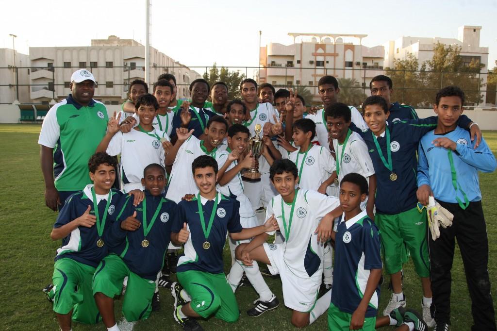 فريق أكاديمية الأهلي السعودي يتوج بلقب كأس سبورتي العالمية في الكويت رياضة صحيفة الوسط البحرينية مملكة البحرين