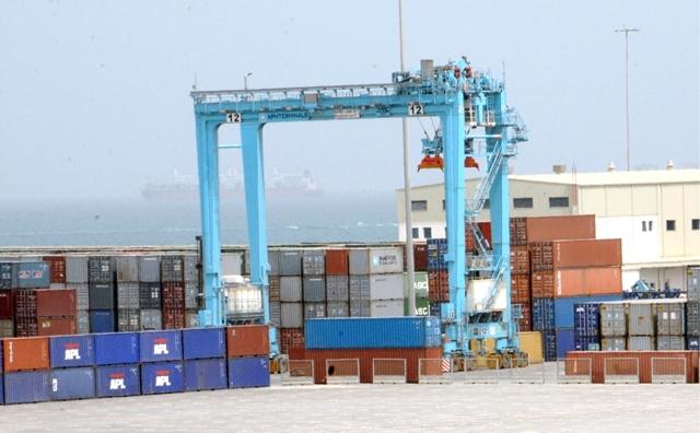 غداً... رفع رسوم خدمات المناولة والتخليص بميناء خليفة   اقتصاد - صحيفة الوسط البحرينية - مملكة البحرين